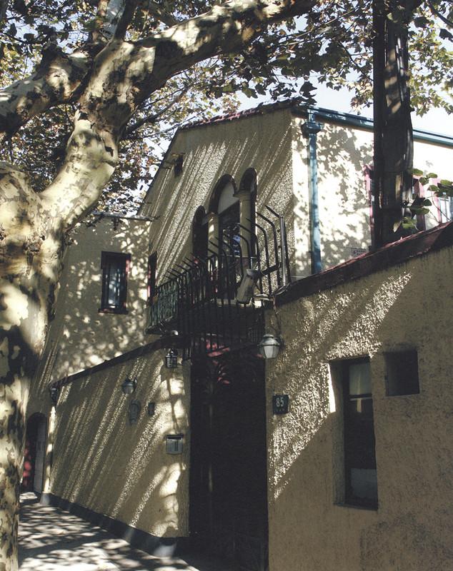 千景旅游网--社区论坛-美图分享-梧桐树下的老房子